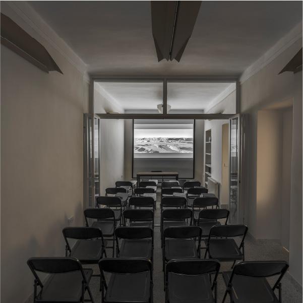مدرسه بیدار - فضای سخنرانی، گفتگو، همایش و نمایش فیلم